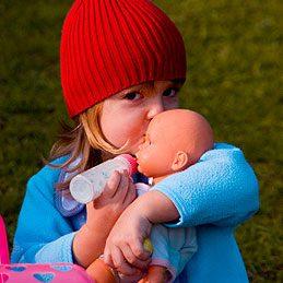 Démaquiller une poupée