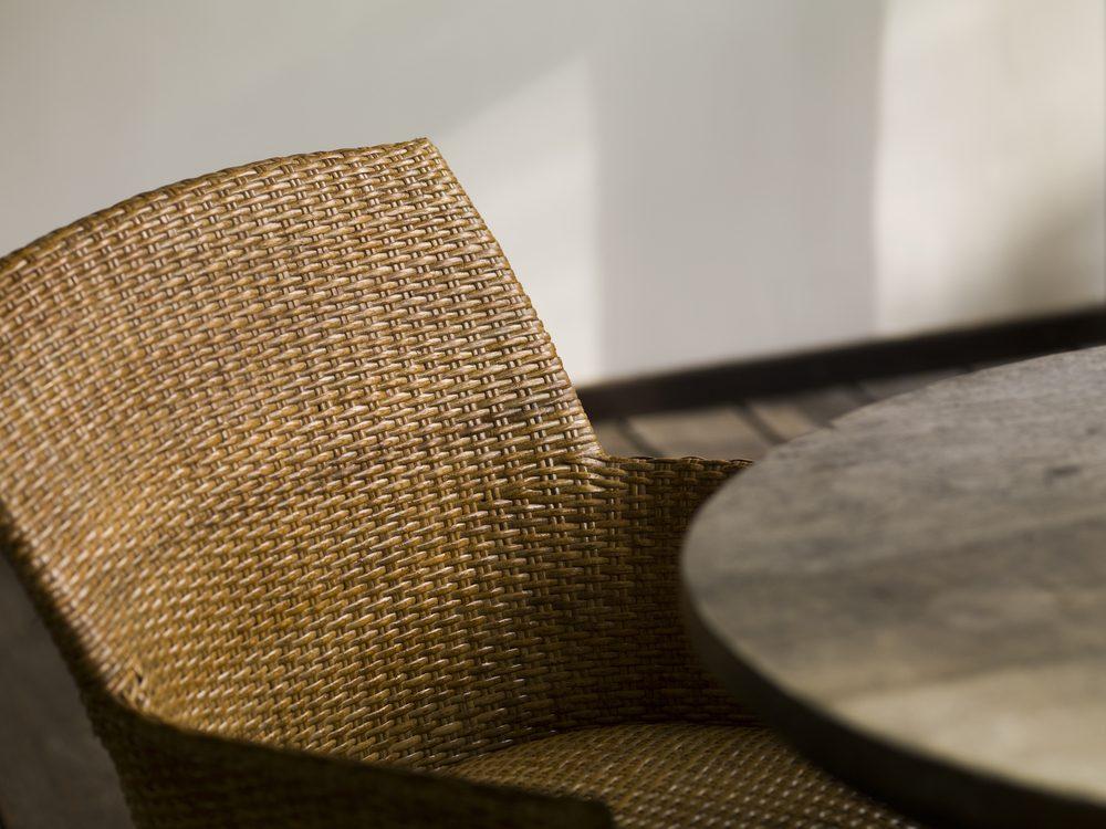 Rénover un meuble: comment raffermir un treillis qui s'affaisse.