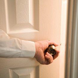 Faire taire une porte qui grince