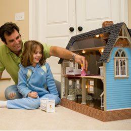 Décorer une maison de poupée