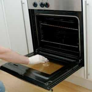 6. Lavez le hublot crasseux