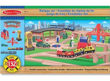 7. Circuit de train en bois de luxe de Melissa & Doug - 122,43$ (autour de 3 à 5 ans)