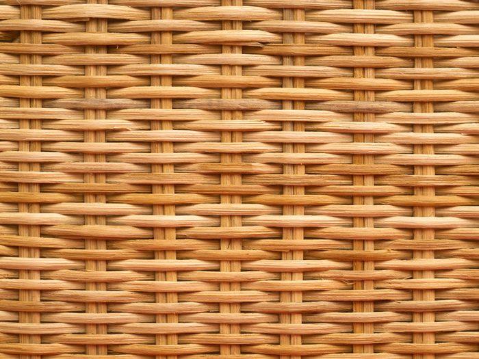 Rénover un meuble: comment redonner un air de jeunesse à votre osier?