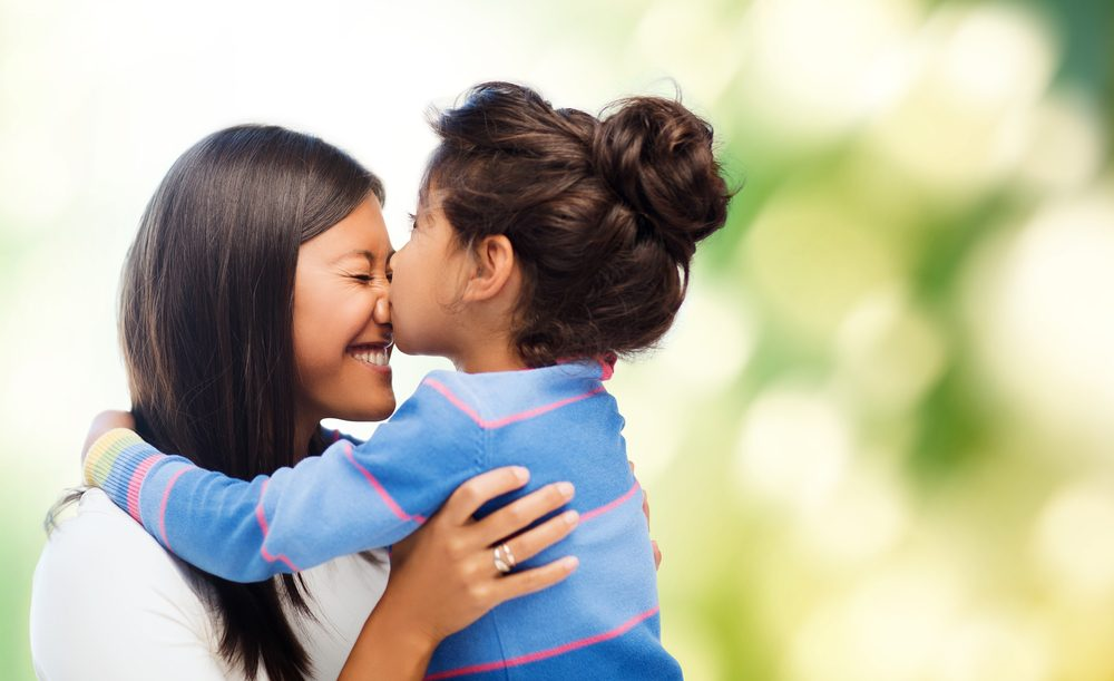 8. Faites des câlins à vos enfants