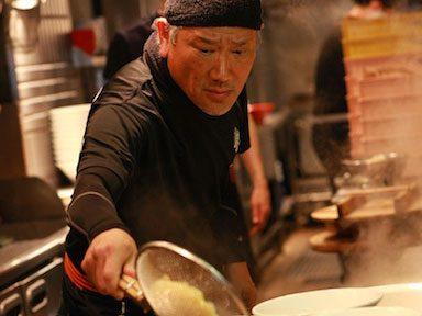 8. Mangez des nouilles ramen faites à la main chez Ippudo pour s'amuser en famille à New-York