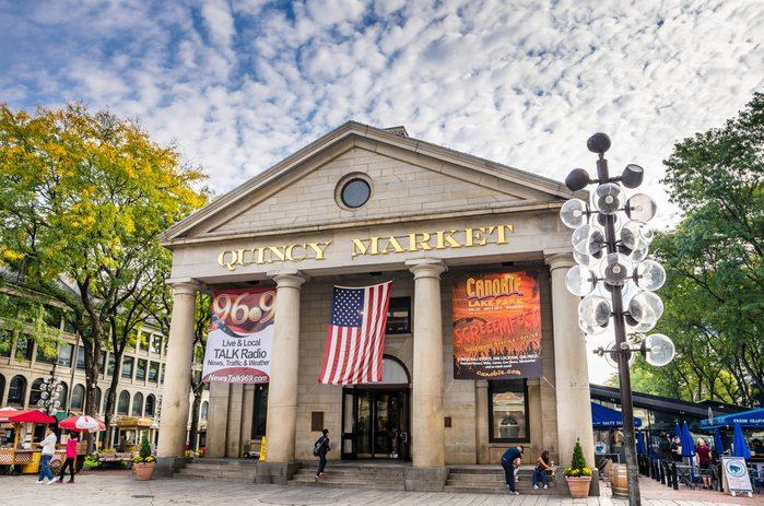 Une activité en famille à Boston: Faneuil Hall Marketplace - le marché de Quincy