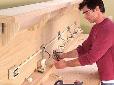 Tirer les câbles ou installer des boîtiers au mur de votre garage