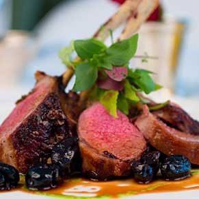 7. Côtelettes d'agneau sauce aux bleuts et au cassis