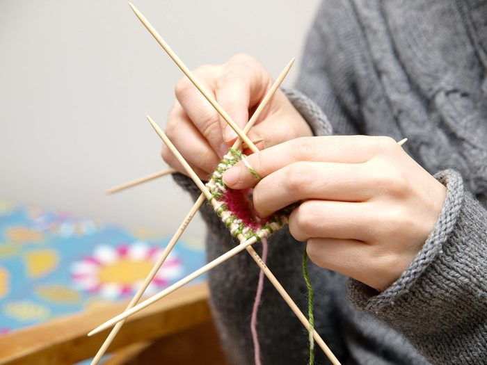 5. Aiguilles à tricoter et crochets