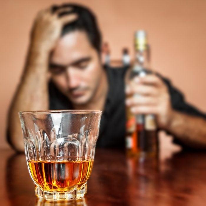 Autre symptôme de dépression: alcoolisme.