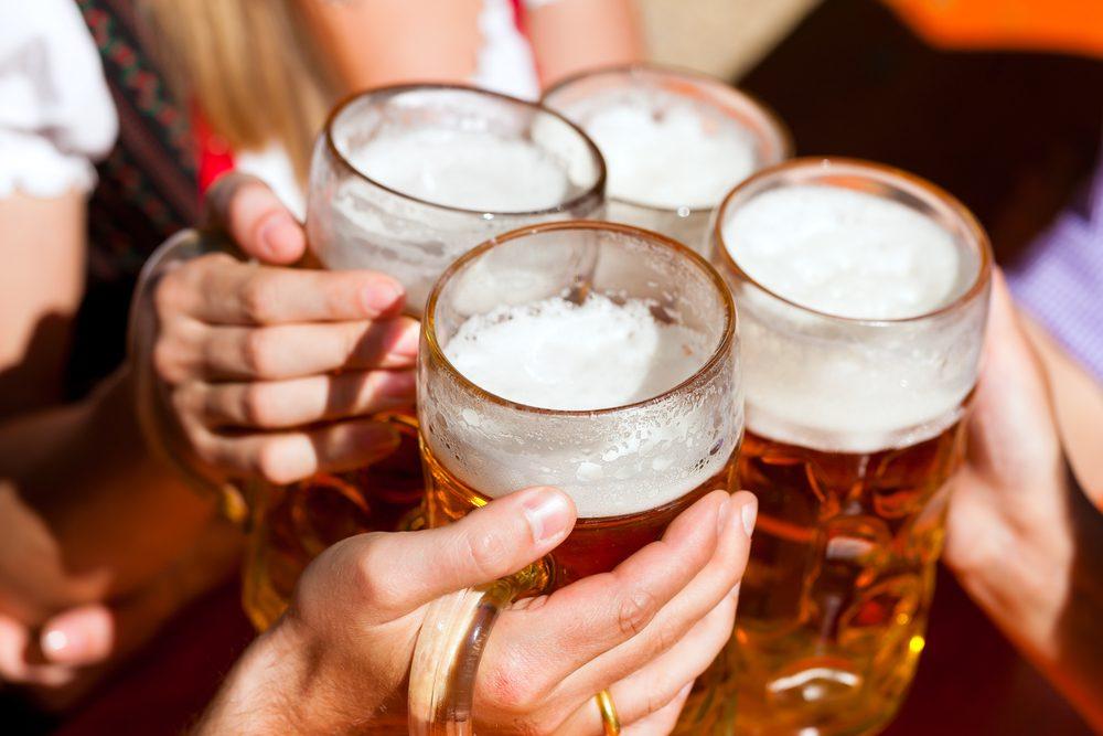 Pour faire baisser son taux de cholestérol, limitez votre consommation d'alcool.