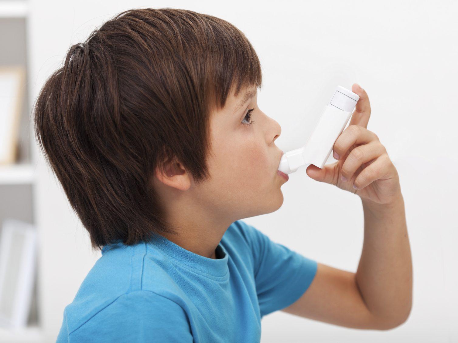 Les symptômes d'asthme et d'allergies alimentaires.