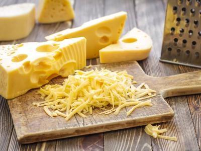3. Ajoutez du fromage à votre salade minceur