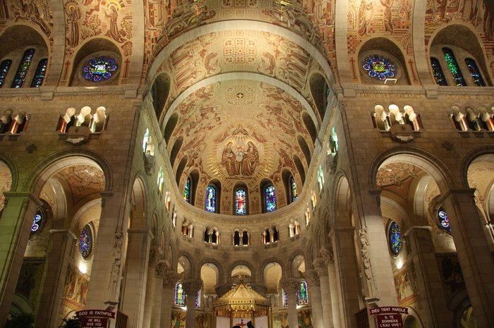 6. Une attraction touristique à Québec :La basilique de Sainte-Anne-de-Beaupré