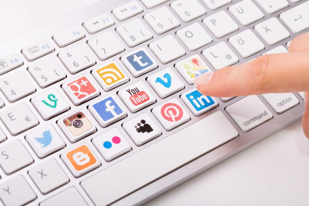 Avantage des médias sociaux : garder contact