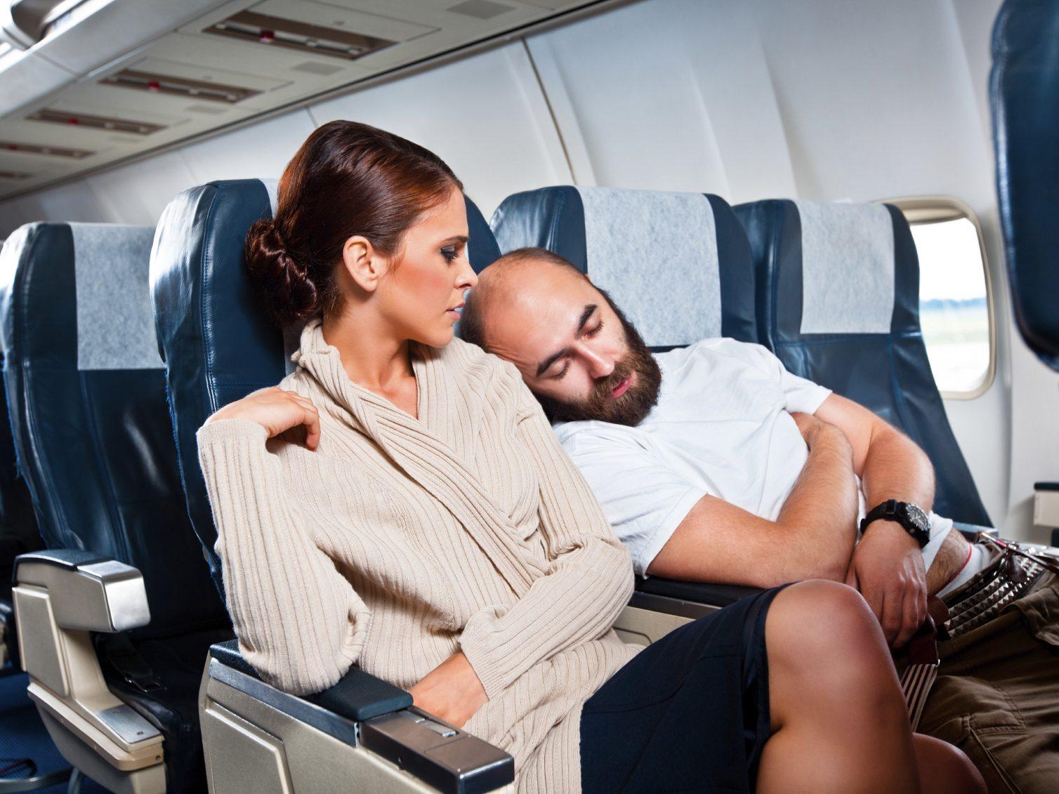 13 choses à ne pas faire en avion!