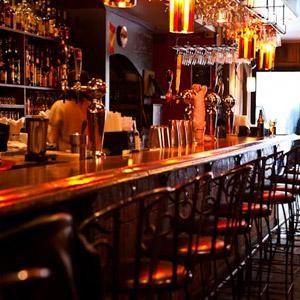 Le Baracca est un bar incontournable à Montréal en raison de son ambiance chaleureuse