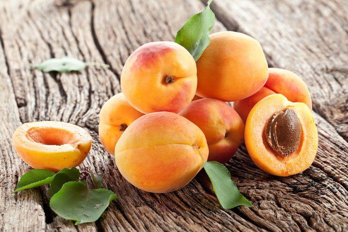 1. Les bienfaits des abricots: il constitue une excellente source de fibres