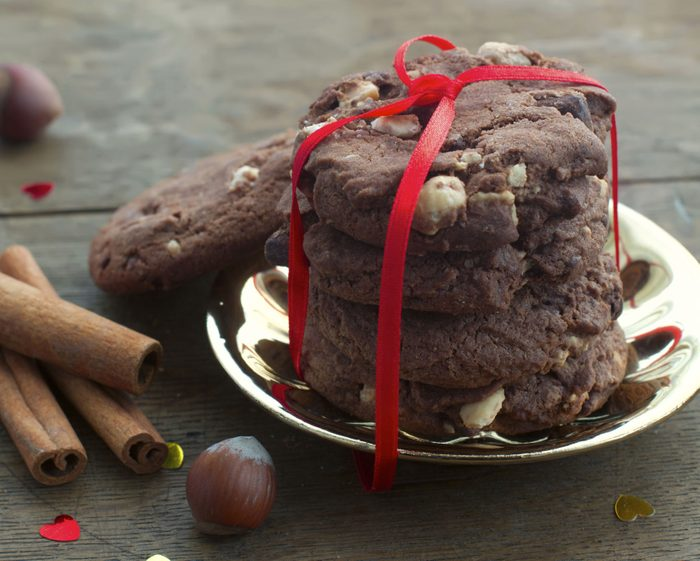 Biscuits au chocolat, caramel anglais et pacanes