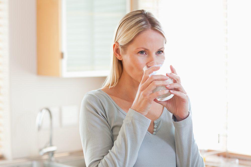 Une erreur beauté répandue: ne pas boire assez d'eau