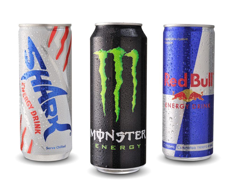 Les boissons énergisantes, à éviter dans le cadre d'un déjeuner santé.