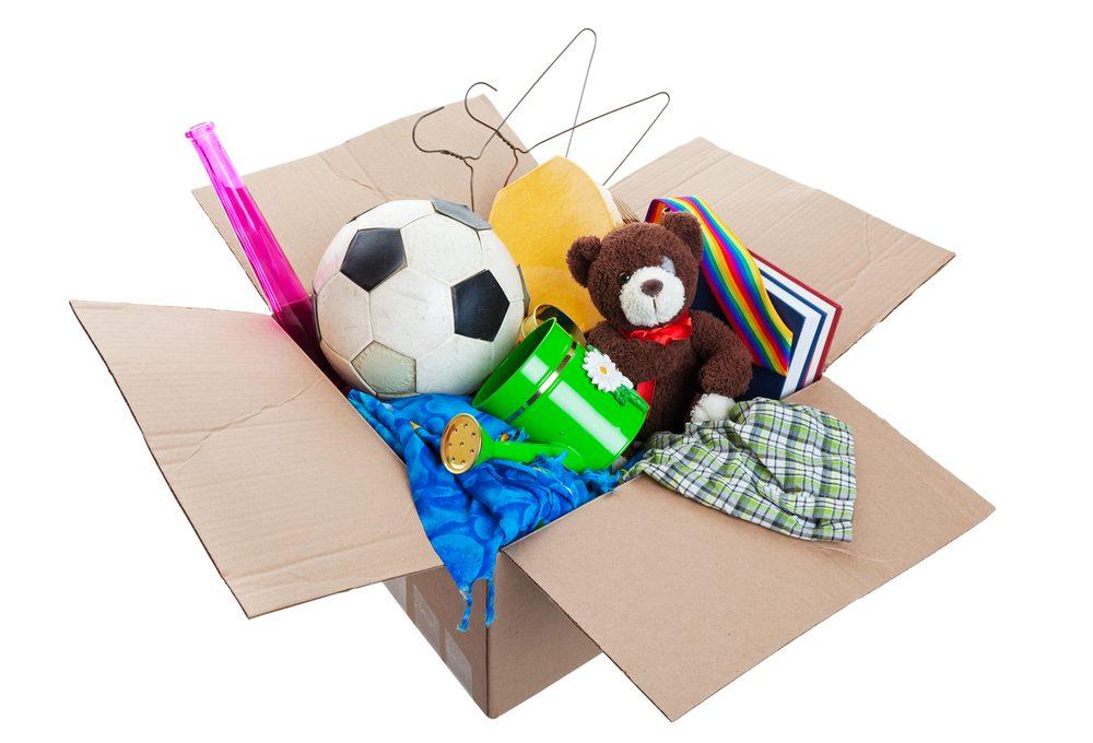 4. Gardez une boîte de dons à portée de main