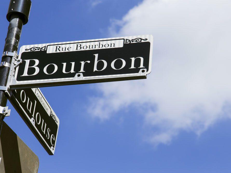 Bourbon Street est l'une des rues les plus populaires au monde.