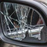 Réparation auto : changer le miroir d'un rétroviseur