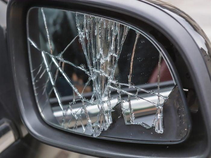 Remplacer le miroir d'un rétroviseur vous-même