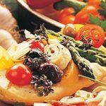 Bruschetta aux asperges, tomates et fromage suisse