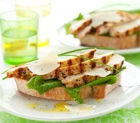 1. Bruschettas au poulet et au basilic frais