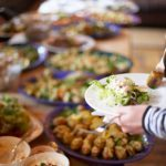 9 trucs pour ne pas s'empiffrer au buffet