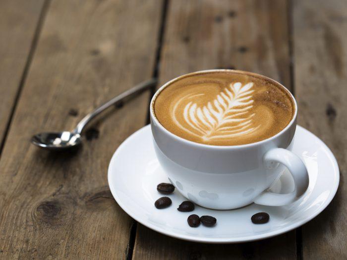 Évitez la caféine si vous avez la gueule de bois.