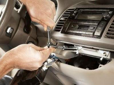Débrancher les câbles de votre radio d'auto