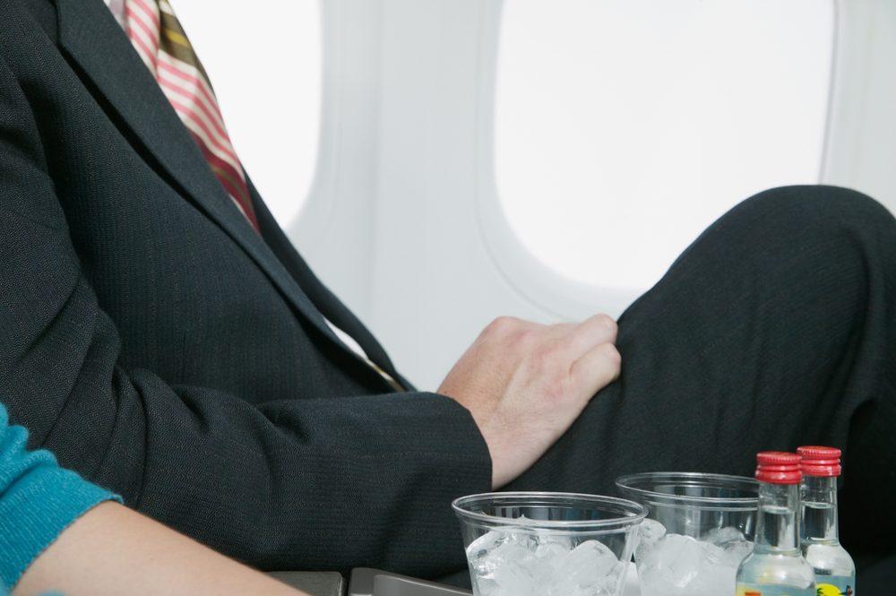 6. Vous êtes assis près d'un ivrogne