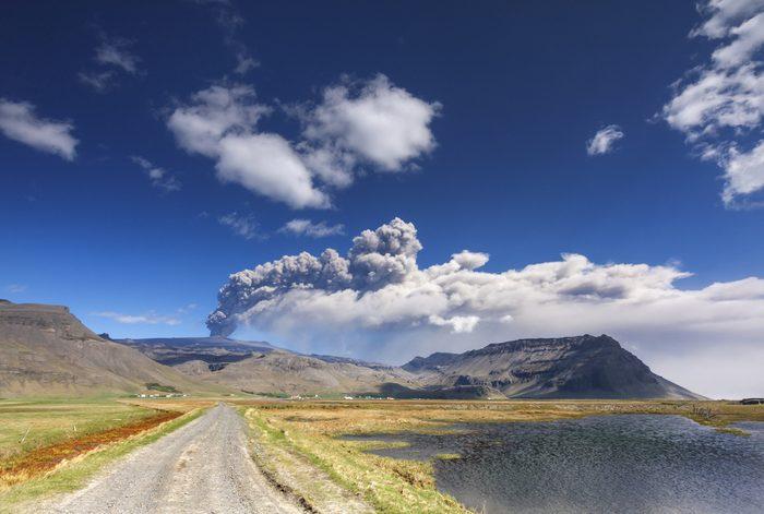 Votre voyage est interrompu par une catastrophe volcanique.