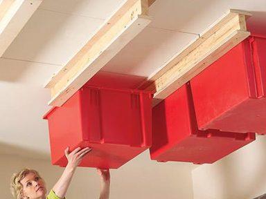 Accrocher des bacs de rangement au plafond de votre garage