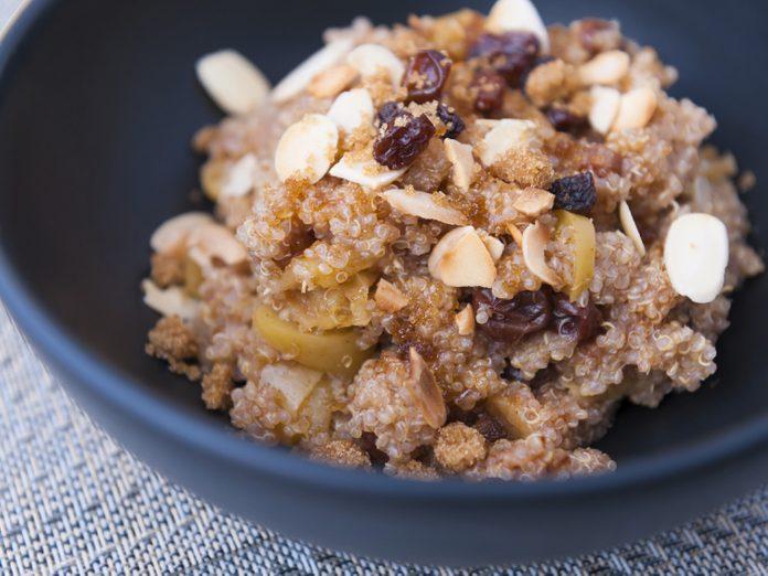 Une recette pour cuisiner le quinoa en céréales pour déjeuner.