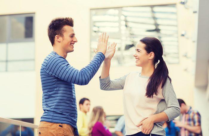 Multiplier les interactions positives stimulent l'empathie dans le cerveau.