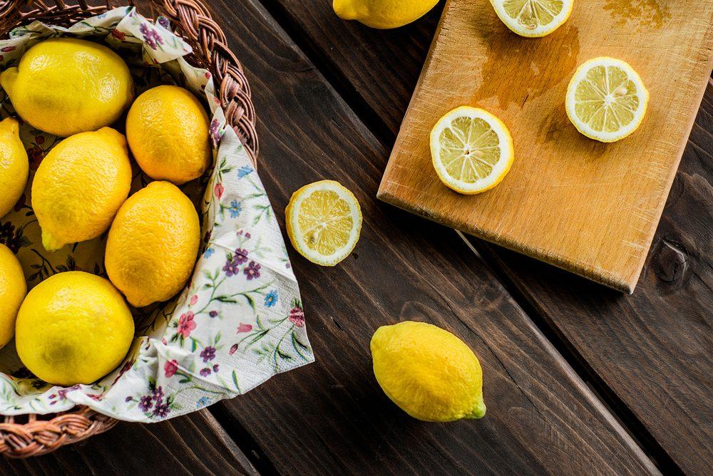 Les agrumes dont le citron, le pamplemousse et l'orange