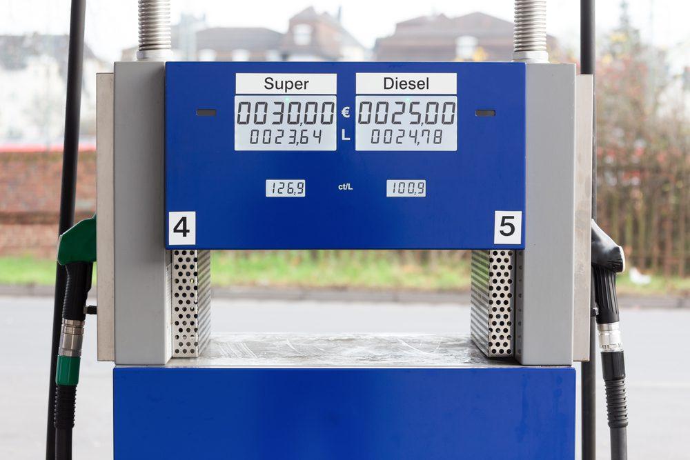 Du supercurburant coûteux : la puissance supérieure vaut-elle le prix plus élevé à la pompe ?
