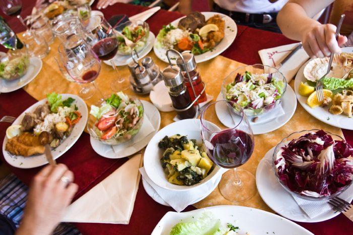Soyez le premier à commander à table pour faire des choix sains