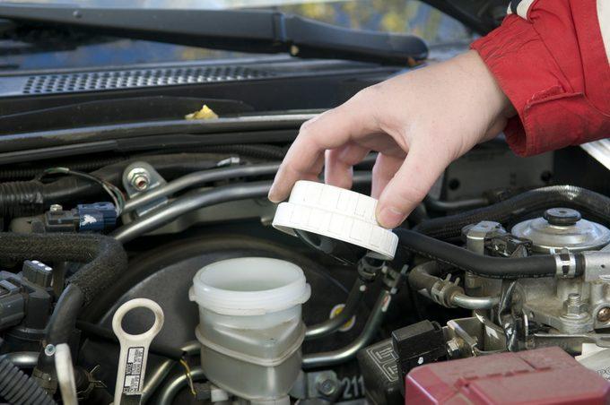 Remplacer le liquide de frein pour une conduite sécuritaire