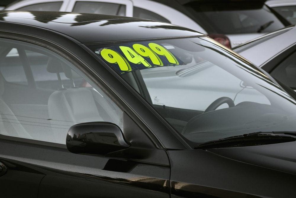 Consultez les guides de prix de voitures usagées pour mieux évaluer le prix