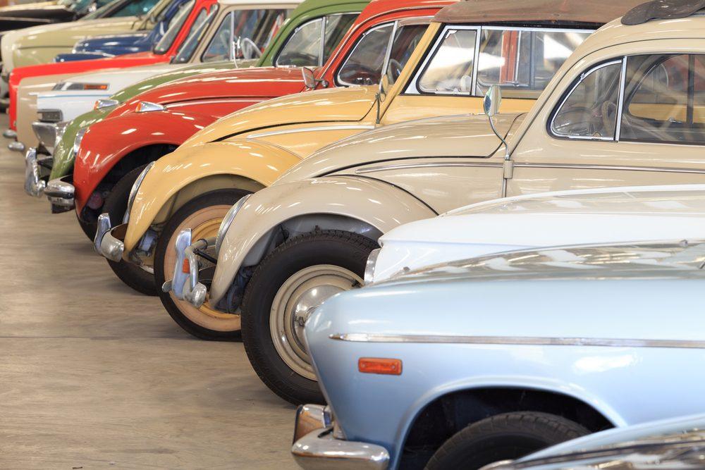 Contactez les autorités locales pour organiser un défilé de voitures de collections