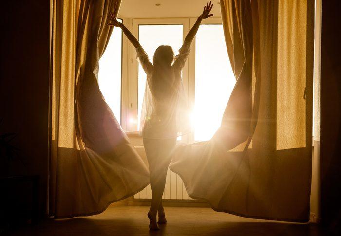 Certains rituels sont essentiels pour se sentir bien dans sa chambre à coucher.
