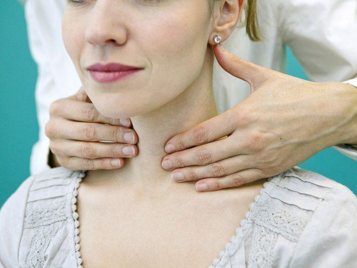 2. Faites examiner votre thyroïde, deux fois plutôt qu'une