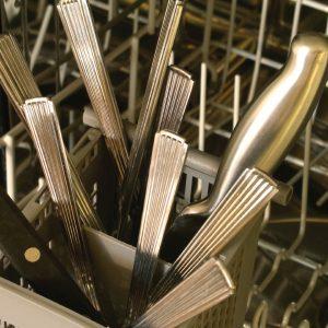 8. Ne laissez pas vos couteaux dans l'évier.