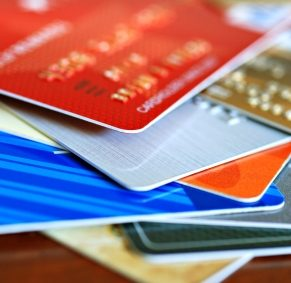 1. Quand avez-vous ouvert votre premier compte de crédit (carte ou prêt)?