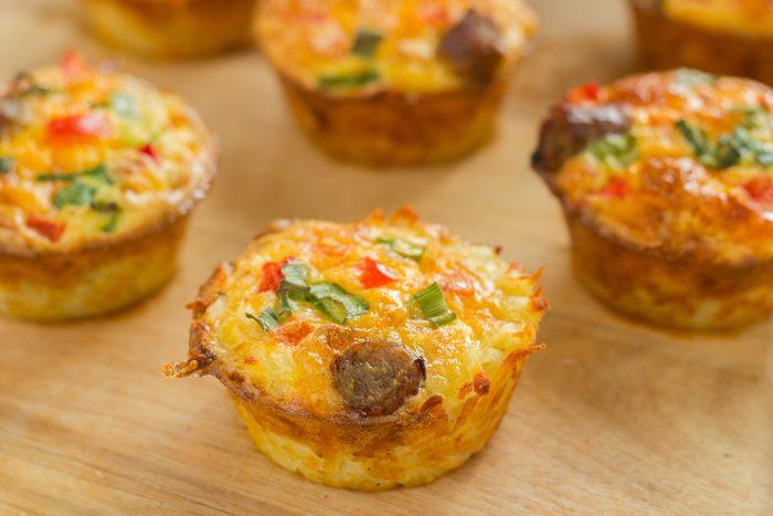 Un déjeuner simple pour la famille de muffins aux légumes.